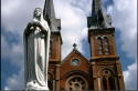 cathedralvietnamm.jpg (72919 bytes)